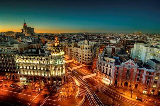 Veduta di notte della città